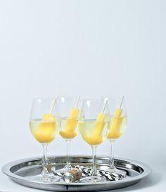 PIMP YOUR DRINK -Überrascht eure Gäste doch mal mit einem etwas anderen Sektempfang. Fruchteis am Stiel im Champagner  Bild: Marlene Vintage Caravan Bar marlenefeiert.de
