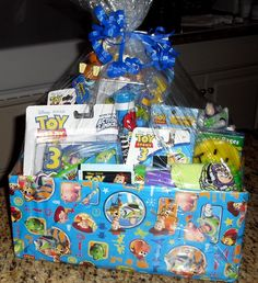 Toy Story gift basket! This is sooooo cute!!!!! In love.