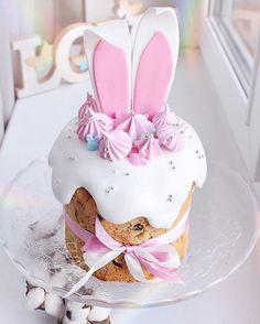 Discover our quick and easy recipe for Yoghurt Cake at Companion on Current Cuisine! Easter Cupcakes, Easter Cookies, Easter Treats, Easter Cake, Pretty Cakes, Cute Cakes, Beautiful Cakes, New Year's Desserts, Slow Cooker Desserts