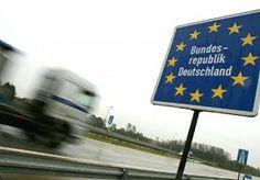 6-Nov-2013 8:32 - EU-LANDEN GAAN BOETES UITWISSELEN. Al gaat uw auto nog zo snel, de boete achterhaalt u wel. Als een jekko over de Europese snelwegen jakkeren is vanaf vrijdag een dure aangelegenheid voor de geluksvogels die uit een EU-lidstaat komen. De Telegraaf schrijft dat EU-landen onderling verkeersboetes gaan uitwisselen, zodat u binnenkort van alle Europese windstreken waar u heeft gereden verkeersboetes op de mat kunt krijgen.