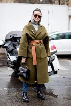 Tendencias desde el Street Style de París (This really subverts the stereotypical clothing image of a little old lady who grew up in the fifties or sixties by adding the jeans and replacing the headscarf with a hoodie)