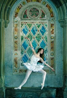 22 Incredible Photos Of Ballerinas In Urban Cityscapes Of New York City (photos by Luis Pons): Madison Jayne Cole in Central Park Arcade.