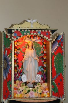 I love the color of this and the internal illumination. The Holy Spirit at the top is very nice.