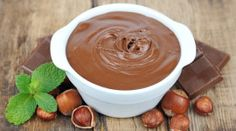 Domácí nutella (čokoládovo-oříšková pomazánka)