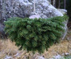 Suvikumpu: HAVUPALLO-OHJE Outdoor Christmas Decorations, Rustic Christmas, Christmas Time, Christmas Crafts, Christmas Ornaments, Holiday Decor, Hobbies And Crafts, Diy And Crafts, Porch Decorating