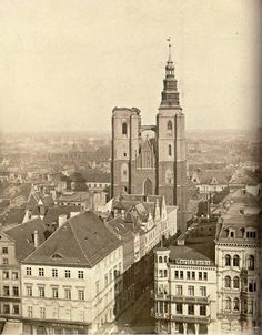 23 marca 1887 roku wieża zapaliła się od fajerwerków Old Photographs, Old Photos, Travel Abroad, Beautiful Buildings, Paris Skyline, Old Things, Louvre, Germany, Black And White