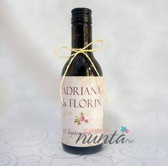 Marturie de nunta sticla de vin Vintage Rose 187 ml, pentru cei care vor sa ofere o altfel de marturie, in ton cu invitatiile si accesoriile de nunta
