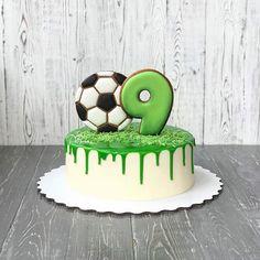 Football Birthday Cake, Soccer Birthday Parties, First Birthday Cakes, Birthday Cake Girls, Soccer Party, Soccer Ball Cake, Soccer Cakes, Resep Cake, Cupcake Cakes