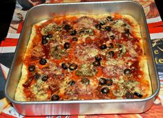 Esta pizza e uma receita muito fácil de fazer e pratica. Resulta numa pizza muito fofinha.