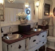 Nice 49 Romantic Rustic Farmhouse Bathroom Remodel Ideas. More at https://hoomdsgn.com/2018/11/13/49-romantic-rustic-farmhouse-bathroom-remodel-ideas/