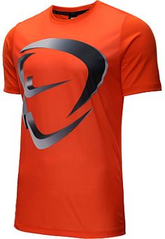 For the soccer fan in your life, Nike's Academy soccer shirt will look great for players, coaches or for cheering on the kiddos from the sidelines. Nike Soccer Shirts, Running Shirts, Nike Outfits, Summer Outfits, Shirt Men, T Shirt, Gym Gear, Apple Logo, Athletic Wear