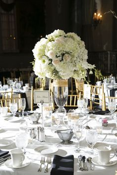 Black, white, ivory and gold: This wedding color palette is a perfect choice for a glam theme! {Dana Marie Photography}