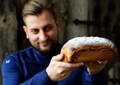 Šéfkuchař Petr Kunc s vánočkou přesně podle jeho gusta. Bread, Food, Brot, Essen, Baking, Meals, Breads, Buns, Yemek