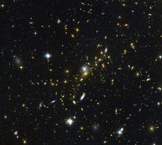 Картинка недели Хаббла: Приближая далёкую Вселенную