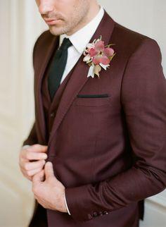 Wedding Suits Men Fall Groom Boutonniere Ideas For 2019 Groom Tuxedo, Groom And Groomsmen, Groom Suits, Fall Groom Attire, Grooms Men Attire, Tweed Groom, Mens Attire, Burgundy Suit Jacket Mens, Tweed Jacket