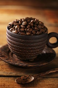 Nadire Atas on Cafe , Tea, Desserts and Lovely Flowers Love for Coffee Beans. I Love Coffee, Coffee Art, Coffee Break, My Coffee, Coffee Drinks, Morning Coffee, Coffee Cups, Brown Coffee, Coffee Shop