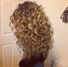 Resultado de imagem para blonde curly hair tumblr