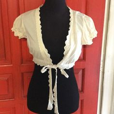 Old Navy cream cover up Crop cover up shrug with tie Old Navy Tops Crop Tops