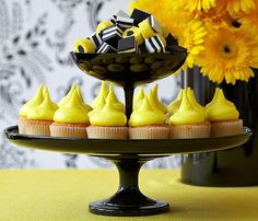 Juneberry Lane: Black, White, & Yellow: Vintage with a Fresh Twist...