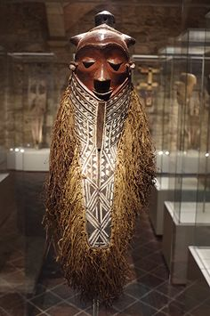 Masque kiwoyo (ou giwoyo) Début du XXe siècle, Provenance : Peuple Pendé, République Démocratique du Congo, Musée des Cultures du Monde, Barcelone
