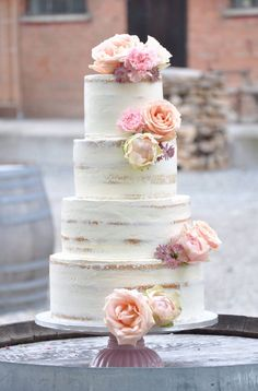 Semi-naked wedding cake by naschwerk&co Pretty Cakes, Beautiful Cakes, Amazing Cakes, Naked Wedding Cake, Wedding Cakes, Cake Cookies, Cupcake Cakes, Cupcakes, Nake Cake