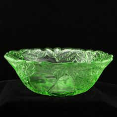 Vintage Green Depression Glass Avocado Large Deep Salad Serving Bowl Indiana   Such a pretty green.