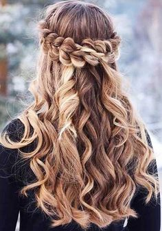 Romantic Half Up Half Down Hairstyles With Braids ★ Here are gorgeous prom and graduation hairstyles to make you look like a supermodel. And your graduation night will be such a memorable occasion. Grad Hairstyles, Dance Hairstyles, Cute Hairstyles For Short Hair, Winter Hairstyles, Crown Hairstyles, Braided Hairstyles, Curly Hair Styles, Hairstyle Ideas, Pretty Hairstyles