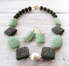 Grüne Lava Halskette und Ohrringe klobige Kette von Sofiasbijoux
