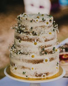 rustic wedding cake - buttercream cake with daisies
