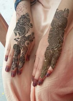Mehndi henna designs are searchable by Pakistani women and girls. Women, girls and also kids apply henna on their hands, feet and also on neck to look more gorgeous and traditional. Simple Arabic Mehndi Designs, Henna Art Designs, Mehndi Designs For Girls, Mehndi Designs 2018, Stylish Mehndi Designs, Mehndi Designs For Fingers, Mehndi Design Pictures, Beautiful Mehndi Design, Bridal Mehndi Designs