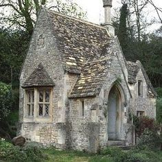 Happy Sunday y'all! Love this wonderful stone cottage #countrylife #countryliving #stonecottage #cottage #england Pinterest