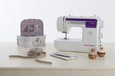 La nuova Necchi N150B è la macchina ideale per chi desidera acquistare una macchina per cucire meccanica, senza rinunciare alle caratteristiche essenziali delle macchine elettroniche. Sewing, Dressmaking, Couture, Stitching, Sew, Costura, Needlework
