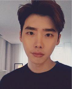 [18/01/2016] LeeJongSuk Instagram Update It's Cold…. . Source:  jongsuk0206