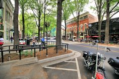 Discover Greenville SC in pictures here on this link: http://www.carolinarealtyguide.com/greenville-info.php