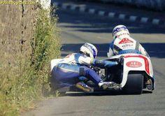Scraping the Monkey's butt on a TT sidecar. F1 Racing, Road Racing, Scooters, Honda Fireblade, Side Car, T Race, Racing Motorcycles, Car Engine, Super Bikes