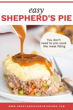 This easy shepherd's pie will hit the spot and it is such an easy dinner recipe! Unlike most recipes, you don't need to pre-cook meat filling. Super easy dinner recipe and you can use potato leftovers too! Steak And Mashed Potatoes, Leftover Potatoes, Casserole Dishes, Casserole Recipes, Easy Dinner Recipes, My Recipes, Irish Shepherd's Pie, Easy Shepherds Pie, My Favorite Food