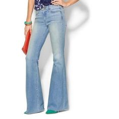 """WHITE House/Black Market Light Wash Flare Leg First pic of model wearing a similar style of Jeans. Last 3 pics are of actual item/color. Jeans are 98% Cotton and 2% Spandex. Flare Leg. LightWash. Size 8 Regular. Laying flat """"15 (waist 30). The Inseam is """"31.  Length """"39. In Good condition. Non smoking home. Please submit ALL Offers through the offer button ONLY. Will not negotiate price in the comment section. White House Black Market Jeans Flare & Wide Leg"""