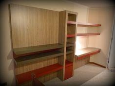 Mueble panel para TV, librero con cajón profundo inferior, dos voladizos superiores y escritorio con cajones largos, Mueble enchapado en tres tonos y engrosado. L