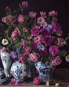 Natasja Sadi's gorgeous floral arrangement using blue & white vases.  Purple, mauve and green florals -  Scabiosa, Cosmos, and Dianthus.