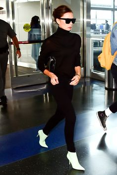 White ankle boots - street style inspiration - La SelectivaLa Selectiva How to wear the white ankle boots. Booties Outfit, Bootfahren Outfit, Outfit Chic, Outfit Office, Celebrity Airport Style, Celebrity Travel, Bag Essentials, Winter Boots Outfits, Black Outfits