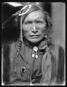 Iron White Man, a Sioux Indian from Buffalo Bill's Wild West Show. Photography by Gertrude Käsebier