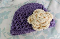 Cappellino a maglia con il fiore