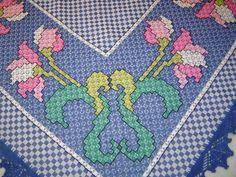 Toalha de Mesa bordada à mão em tecido de algodão xadrez.