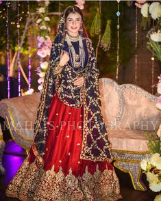 How To Look Your Best On Your Wedding Day. Photo by petramafalda On your big day, all eyes will be on you so you definitely want to look your best. If you can do your own makeup flawlessly then this Bridal Mehndi Dresses, Pakistani Wedding Outfits, Bridal Dress Design, Pakistani Bridal Dresses, Pakistani Wedding Dresses, Pakistani Dress Design, Bridal Style, Pakistani Couture, Indian Couture