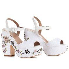 LE SILLA White Sandal In Prairie, Woven Raffia And Crystals. #lesilla #shoes #sandals