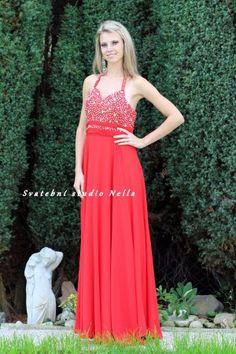 f08dec2d46f0 Červené dlouhé plesové společenské šaty . Ceny na www.svatebninella.cz   plesovéšaty