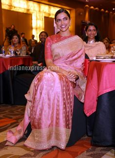Deepika Padukone at India Open 2018 Opening Ceremony : Deepika looked lovely in a traditional Sabyasachi saree with side-parted sleek hairdo and beautiful earrings. Perfect for attending an event that's honoring your dad with a Lifetime Achievement. Sabyasachi Bridal Collection, Saree Collection, Jewelry Collection, Sabyasachi Sarees, Indian Sarees, Lehenga, Bengali Saree, Ethnic Sarees, Saree Blouse Patterns