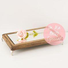 mesinha de madeira suporte com espelho para doces - Lembrancinhas e Decoração Romântica para Festas   Um Dia Muito Especial