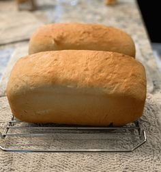 Amish White Bread Amish White Bread, Amish Bread, Bread Machine Recipes, Bread Recipes, Muffin Bread, Bread Baking, Yeast Bread, Just Cooking, Hot Dog Buns