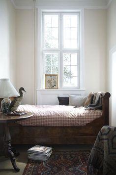 The New Victorian Ruralist: Sleeping Nook Perfection…… Home Bedroom, Bedroom Decor, Light Bedroom, Budget Bedroom, Bedroom Ideas, Apartment Bedrooms, Kids Bedroom, Sleeping Nook, Guest Bedrooms
